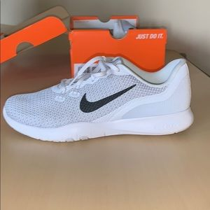 New Nike Flex Trainer size 8.5. Only worn one time